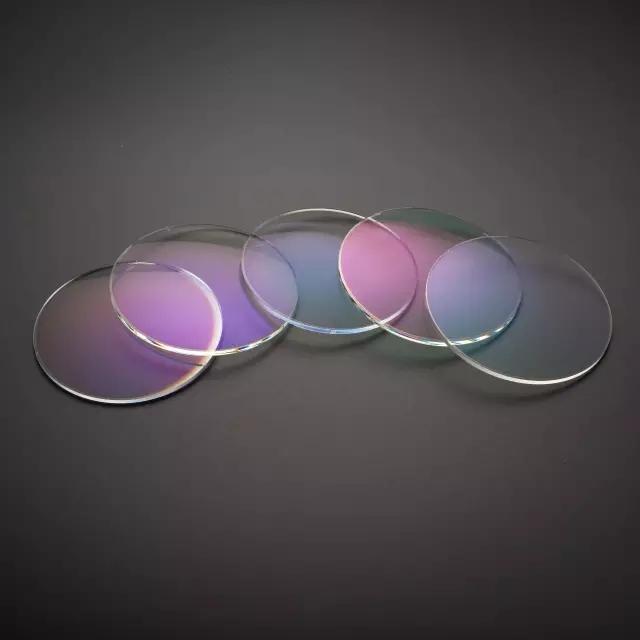 高度近视眼镜框_一分钟教你高度近视如何配镜片-微信播报-阳光视线-眼镜店装修 ...